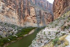 Φαράγγι της Elena Santa στο μεγάλο εθνικό πάρκο κάμψεων με το ίχνος στοκ εικόνα με δικαίωμα ελεύθερης χρήσης