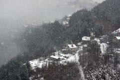 Φαράγγι του ποταμού Iskar, κοντά σε Svoge, Βουλγαρία - χειμερινή εικόνα Στοκ φωτογραφία με δικαίωμα ελεύθερης χρήσης