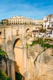 Φαράγγι φαραγγιών EL Tajo με τη νέα γέφυρα και άσπρα ισπανικά σπίτια στη Ronda, Ανδαλουσία, Ισπανία Στοκ Εικόνες
