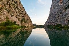 φαράγγι cetina κοντά στον ποταμό omis στοκ εικόνες