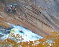 Φαράγγι Kayaking Tallulah κατά τη διάρκεια μιας απελευθέρωσης νερού Στοκ Εικόνες