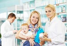 φαρμακείο μητέρων φαρμακε στοκ φωτογραφίες με δικαίωμα ελεύθερης χρήσης