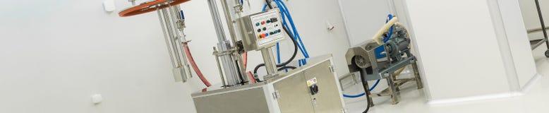 Φαρμακευτικός εξοπλισμός εργοστασίων στο αποστειρωμένο περιβάλλον στοκ εικόνες