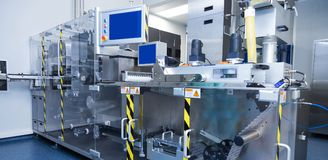 Φαρμακευτικός εξοπλισμός εργοστασίων στο αποστειρωμένο περιβάλλον στοκ εικόνα