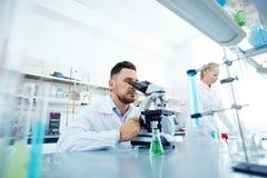 Φαρμακοποιοί στην εργασία Στοκ φωτογραφία με δικαίωμα ελεύθερης χρήσης