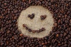 Φασόλια καφέ στη μορφή του χαμόγελου Στοκ φωτογραφία με δικαίωμα ελεύθερης χρήσης