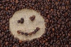 Φασόλια καφέ στη μορφή του χαμόγελου Στοκ Εικόνα