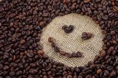 Φασόλια καφέ στη μορφή του χαμόγελου Στοκ φωτογραφίες με δικαίωμα ελεύθερης χρήσης