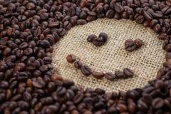Φασόλια καφέ στη μορφή του χαμόγελου Στοκ Φωτογραφία