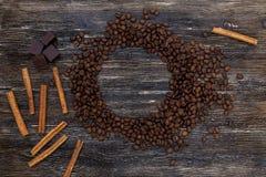 Φασόλια και κανέλα καφέ Στοκ εικόνες με δικαίωμα ελεύθερης χρήσης