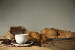 Φασόλια και ψωμί καφέ Στοκ φωτογραφίες με δικαίωμα ελεύθερης χρήσης