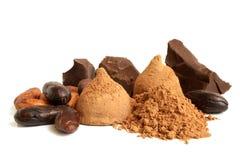 Φασόλια κακάου, σοκολάτα, σκόνη κακάου και γλυκά σοκολάτας Στοκ εικόνα με δικαίωμα ελεύθερης χρήσης
