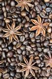 Φασόλια καφέ και κινηματογράφηση σε πρώτο πλάνο γλυκάνισου αστεριών Στοκ Φωτογραφία