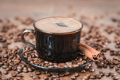 Φασόλια καφέ, μαύρος καφές στοκ εικόνες με δικαίωμα ελεύθερης χρήσης