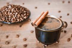 Φασόλια καφέ, μαύρος καφές στοκ εικόνα με δικαίωμα ελεύθερης χρήσης