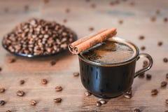 Φασόλια καφέ, μαύρος καφές Στοκ φωτογραφία με δικαίωμα ελεύθερης χρήσης