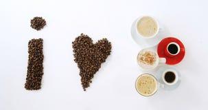 Φασόλια καφέ που διαμορφώνουν τη μορφή Ι καφές αγάπης φιλμ μικρού μήκους