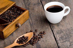 Φασόλια καφέ στο συρτάρι Στοκ φωτογραφίες με δικαίωμα ελεύθερης χρήσης