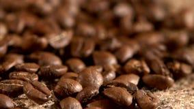 Φασόλια καφέ burlap στο υπόβαθρο απόλυσης και φιλμ μικρού μήκους