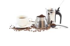 Φασόλια φλιτζανιών του καφέ, διηθητήρων και καφέ Στοκ εικόνα με δικαίωμα ελεύθερης χρήσης