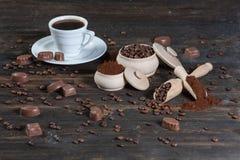 Φασόλια φλιτζανιών του καφέ, σοκολάτας και καφέ Στοκ φωτογραφίες με δικαίωμα ελεύθερης χρήσης