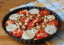 Φασόλια Rosted με το κρεμμύδι, την πατάτα και το τυρί Στοκ φωτογραφία με δικαίωμα ελεύθερης χρήσης