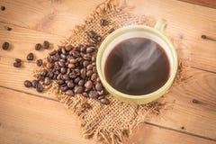 Φασόλι καφέ με τον καπνό Στοκ Εικόνες