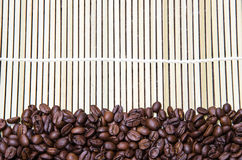 Φασόλι καφέ με το χαλί μπαμπού Στοκ Εικόνα