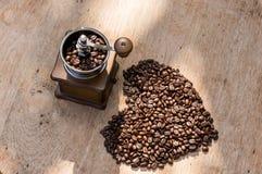 Φασόλι καφέ στη μορφή καρδιών Στοκ Φωτογραφία