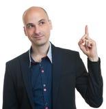 Φαλακρός επιχειρηματίας που δείχνει το δάχτυλό του επάνω Στοκ Εικόνες