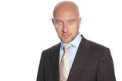 Φαλακρό άτομο σε ένα κοστούμι και έναν δεσμό Στοκ Φωτογραφίες