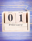 1 Φεβρουαρίου ημερομηνία της 1ης Φεβρουαρίου στο ξύλινο ημερολόγιο κύβων Στοκ φωτογραφία με δικαίωμα ελεύθερης χρήσης
