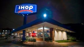 1 ΦΕΒΡΟΥΑΡΊΟΥ 2019 ΛΟΣ ΑΝΤΖΕΛΕΣ, ασβέστιο, ΗΠΑ - άποψη ύφους χοανών του Edward του Λος Άντζελες Καλιφόρνια IHOP τη νύχτα με το ση στοκ εικόνα με δικαίωμα ελεύθερης χρήσης