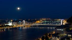 Φεγγάρι πέρα από τη γέφυρα Στοκ φωτογραφίες με δικαίωμα ελεύθερης χρήσης