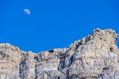 Φεγγάρι πέρα από το βουνό στην κοιλάδα Ordesa, Αραγονία, Ισπανία Στοκ φωτογραφίες με δικαίωμα ελεύθερης χρήσης