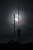 Φεγγάρι πίσω από τις κεραίες Στοκ Φωτογραφία