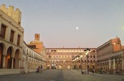 Φεγγάρι σούρουπου στο υψηλό τετράγωνο, Badajoz Στοκ φωτογραφία με δικαίωμα ελεύθερης χρήσης