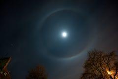 φεγγάρι φωτοστεφάνου Στοκ φωτογραφία με δικαίωμα ελεύθερης χρήσης