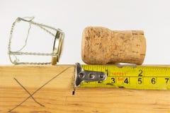 Φελλός CHAMPAGNE και νέο Year' παραμονή του s σε ένα εργαστήριο ξυλουργικής Carpe στοκ φωτογραφία με δικαίωμα ελεύθερης χρήσης
