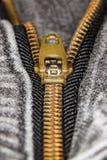 Φερμουάρ μαύρο ακραίο στενό σε επάνω τζιν Στοκ φωτογραφίες με δικαίωμα ελεύθερης χρήσης