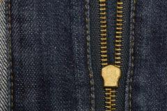 Φερμουάρ μετάλλων που ανοίγει σε μπλε Jean με το διάστημα αντιγράφων για το υπόβαθρο Στοκ φωτογραφία με δικαίωμα ελεύθερης χρήσης