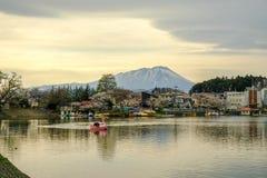 Φεστιβάλ ανθών κερασιών στο πάρκο του Τακαμάτσου, Μοριόκα, Iwate, Tohoku, Ιαπωνία σε April27,2018: Ποδήλατα νερού στη λίμνη του Τ Στοκ φωτογραφία με δικαίωμα ελεύθερης χρήσης