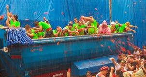 Φεστιβάλ Λα Tomatina - κατά τη διάρκεια της βροχής στοκ εικόνα