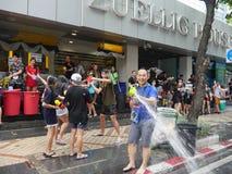 Φεστιβάλ νερού Songkran στο δρόμο Silom Στοκ εικόνα με δικαίωμα ελεύθερης χρήσης