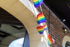 Φεστιβάλ υπερηφάνειας στις 19 Αυγούστου 2017 LGBT Doncaster, ύφασμα σημαιών ουράνιων τόξων Στοκ Φωτογραφία