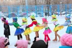 Φεστιβάλ χειμερινών Χριστουγέννων στην αίθουσα παγοδρομίας πατινάζ Στοκ Φωτογραφίες