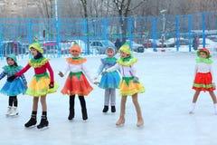 Φεστιβάλ χειμερινών Χριστουγέννων στην αίθουσα παγοδρομίας πατινάζ Στοκ φωτογραφίες με δικαίωμα ελεύθερης χρήσης