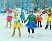Φεστιβάλ χειμερινών Χριστουγέννων στην αίθουσα παγοδρομίας πατινάζ Στοκ Εικόνες