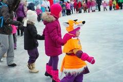 Φεστιβάλ χειμερινών Χριστουγέννων στην αίθουσα παγοδρομίας πατινάζ Στοκ εικόνα με δικαίωμα ελεύθερης χρήσης