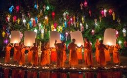 Φεστιβάλ Kratong Loy Phan Tao στο ναό, Chiangmai, Ταϊλάνδη στοκ φωτογραφίες με δικαίωμα ελεύθερης χρήσης